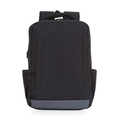 Mochila personalizada fabricada em nylon, com compartimento principal com bolso para notebook 15....