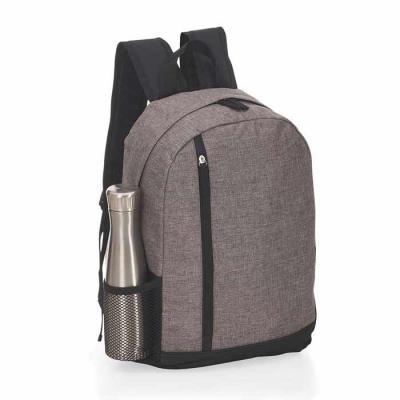 Mochila personalizda feita em poliéster. Possui compartimento para notebook, um bolso lateral, co...