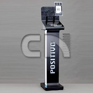cn-acrilycs - Display de chão personalizado em acrílico preto.