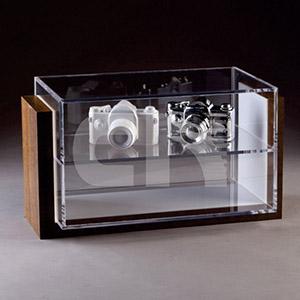 Display em MDF e acrílico cristal.