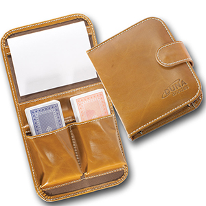Duna Brindes - Porta-baralho confeccionado em couro legítimo, sintético ou ecológico (recouro). Personalizado em baixo relevo com sua logomarca.