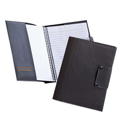 secoli-brindes - Capa para caderno com base flexível e fechamento de botão. Cative seu cliente e ofereça conforto e segurança através de um brinde