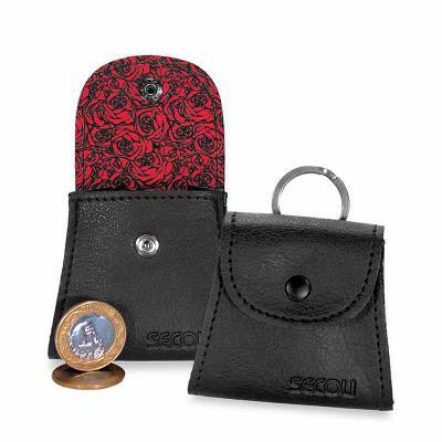 secoli-brindes - Porta moeda com detalhe em sublimação e gravação personalizada. Sua marca evidenciada de maneira discreta e intima!