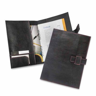 Este porta manual de carro conserva e mantém manual e documentos do veículo organizados e sempre a mão. - Secoli Brindes