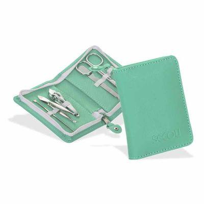 Secoli Brindes - Peça charmosa e prática que transporta, com segurança, itens pequenos de beleza no dia a dia, como pinça, e cortador de unhas.