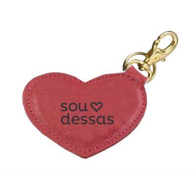 Detalhes Brindes - Chaveiro personalizado no formato de coração em couro legítimo, contendo argola italiana.