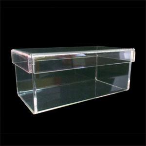 Acrilsid - Caixa personalizada, confeccionada em acrílico cristal com tampa móvel. Sua marca ganha mais visibilidade com uma caixa de qualidade e ótimo acabament...