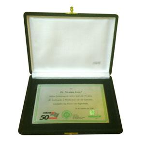 Acrilsid - Placa de homenagem personalizada, confeccionada em a�o com estojo de luxo em veludo com fechamento. Seus clientes e parceiros merecem ser homenageados...