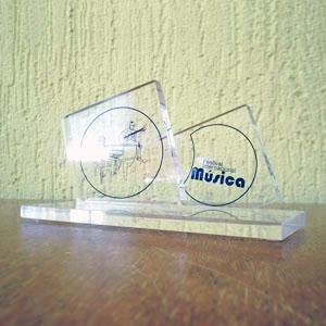 Acrilsid - Troféu confeccionado em acrílico cristal,com cortes retos e inclinados e gravação personalizada de acordo com a necessidade da sua empresa. Seus clien...
