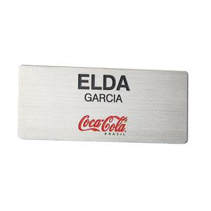 Parceria - Crachá confeccionado em aço escovado, com impressão personalizada.