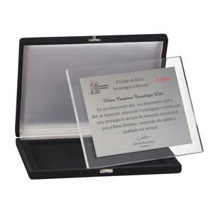 Placa de premiação em aço inox com acabamento em acrílico.