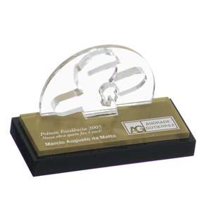 parceria - Troféu para premiação em acrílico cristal, com recorte a laser e gravação personalizada.
