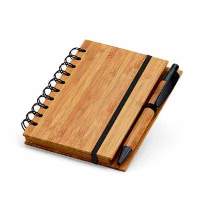 Caderno. Bambu. Com 70 folhas pautadas de papel reciclado. Incluso esferográfica de bambu. 105 x 148 mm - Crazy Ideas