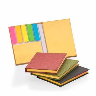 Bloco de anotações com capa dura, sticky notes e miolo sem pauta na cor amarela. Dimensão Produto...