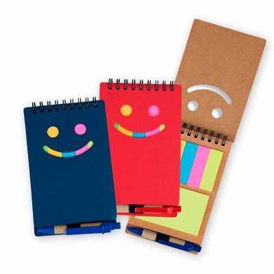 Bloco de anotações com autoadesivos e caneta