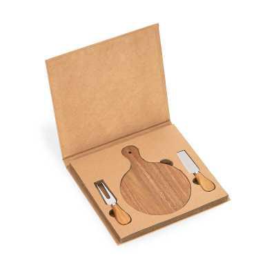 Kit queijo com 03 peças: faca, garfo e tábua de madeira com alça. Embalagem presenteável de papel.