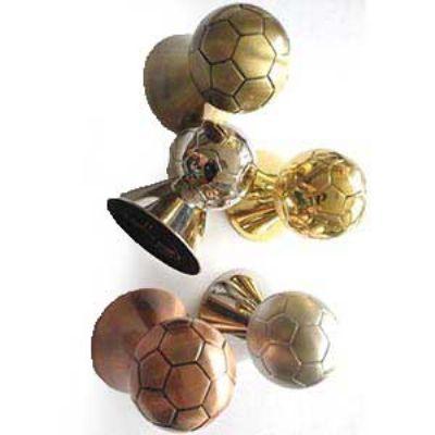 Abridor de garrafas em formato bola de futebol. - Crazy Ideas