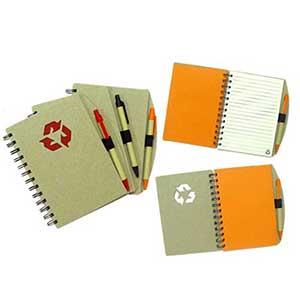 """Crazy Ideas - """"Bloco de anotação, com caneta de papelão,cores Disponíveis:preta, laranja e vermelho.Miolo: 60 Folhas Pautadas, feitas em papel de pedra"""""""