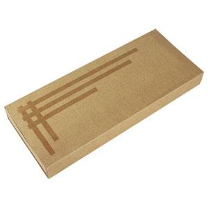 Embalagem personalizada em kraft, com detalhe de tiras em silk verniz, berço perfurado com elástico - Medidas: 150 x 370 x 40 mm.