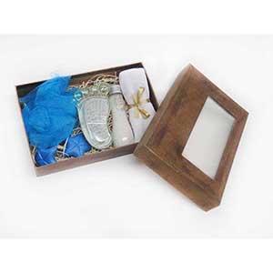 Crazy Ideas - Kit banho com toalha lavabo, sais de banho, bucha, sabonetes artesanais e pedra podes com escovinha formato pezinho. Acompanha embalagem craft