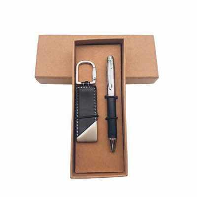 Kit chaveiro e caneta metal com detalhe em couro