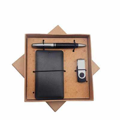 Kit com power bank, pen drive e caneta em embalagem kraft