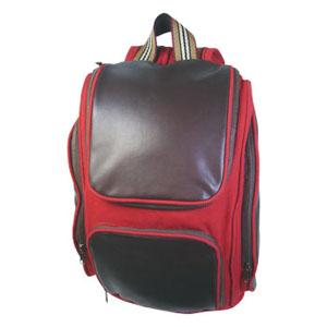 Crazy Ideas - Mochila personalizada em lona com couro vegetal, porta notebook, bolso frontal, bolsos laterais, alças de ombro com detalhe central em placa vegetal.