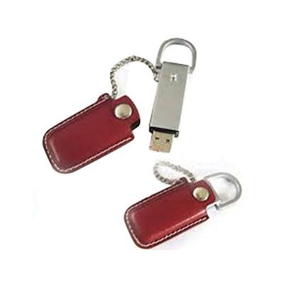 crazy-ideas - Pen drive personalizado em metal com capa de couro vermelha.