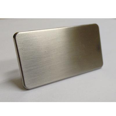 Plaquinha personalizada, feita em metal.