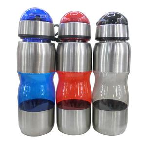 Squeeze personalizada em alumínio e plástico com capacidade para 500 ml.