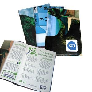 Ecofábrica - Agenda Ecológica Personalizada com miolo em papel reciclado, e capa removível em retalhos de banner coloridos e diferentes - Acabamento em brochura.