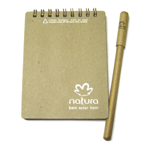 Ecofábrica - Bloco personalizado - Medidas: 9 x 12 cm, material da capa: papel 100% reciclado pardo, 350 g, origem reciclagem de embalagens tetrapack.