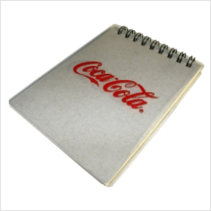 Bloquinho ECOPET personalizado, com miolo de 50 folhas em papel reciclado e capa em plástico PET 100% reciclado. - Ecofábrica