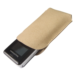 Ecofábrica - Capa personalizada para celular - Medidas: 7 x 10,5 cm (montado). Material: couro reciclado natural (recouro). Personalização externa por serigrafia.