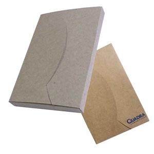 ecofabrica - Embalagem personalizada em papel kraft 420 gramas. Disponíveis para todos os formatos de agendas. Personalização através de serigrafia em 1 x 0 cor.