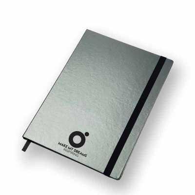 Caderno capa dura com 80 folhas costuradas pautadas ou pontilhas. O modelo Ultra (177x240 mm) é o...