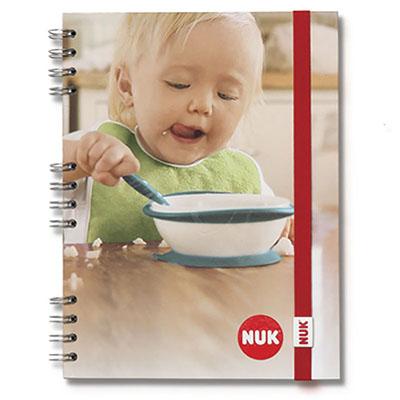 Caderno com fechamento com elástico com clip personalizado.