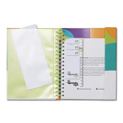 Caderno com aba para fechamento com sticky notes e elástico.