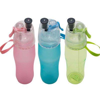 - Squeeze plástico 700ml fosco com borrifador. Possui tampa plástica resistente (transparente), para uso basta levantar o bico e utilização do borrifado...