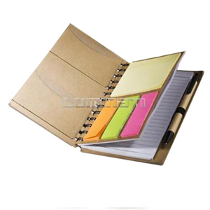 Bloco de notas reciclado com sticky notes e caneta.