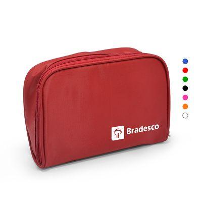 Redd Promocional - Nécessaire com design tradicional em nylon plastificado, fechamento com zíper e reforçada com vivo nas costuras, em diversas cores