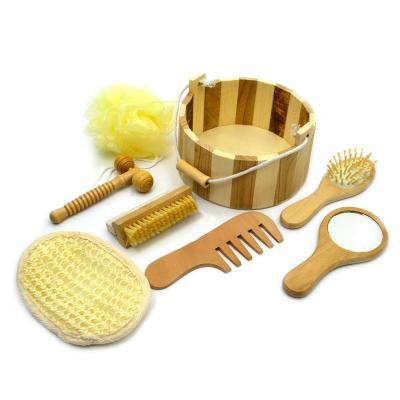 - Kit banho personalizado com 7 peças, sendo elas; 1 espelho, 1 escova de cabelo, 1 esponja de banho, 1 bucha de banho, 1 massageador, 1 pente e 1 escov...