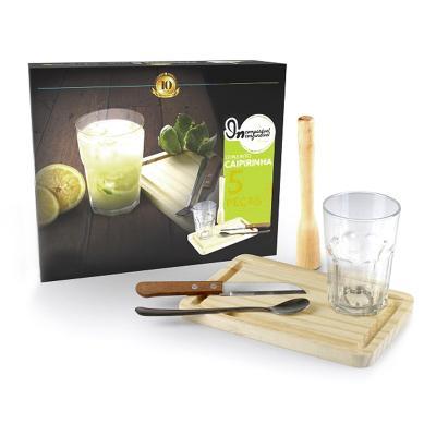 - Kit Caipirinha em madeira com 5 peças, como; 01 copo de vidro 400 ml, 01 socador de madeira 19 cm, 01 tábua de madeira 22 cm x 14 cm x 1,5 cm, 01 colh...