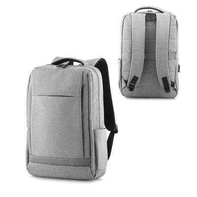 - Mochila para notebook personalizada produzida em poliéster. Possui bolso central com compartimento para notebook, 3 bolsos internos com compartimentos...
