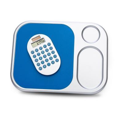 - Mouse pad com calculadora (removível) de 8 dígitos, material de plástico. Embalagem caixa de papelão branca.