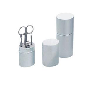 - Kit manicure com estojo em alumínio. Muito mais praticidade na hora de cuidar de suas unhas.