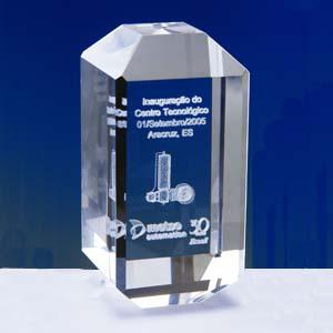 Cristal Personalizado com gravação a laser interna tridimensional. Modelo: Bottom Cut. - Crystallium