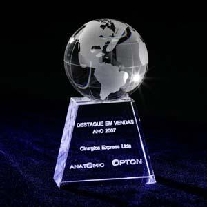 crystallium - Cristal Personalizado com gravação a laser interna 3D. Esfera de cristal com o mapa mundi jateado sobre peça de cristal para personalização a laser in...