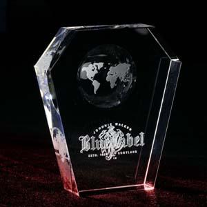 crystallium - Cristal Personalizado com gravação a laser interna 3D. Troféu de cristal com o mapa mundi plano jateado em 2D no cristal. A personalização é feita a l...