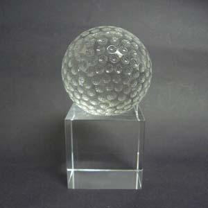Cristal Personalizado com gravação a laser interna tridimensional. Modelo: Bola de golfe. - Crystallium